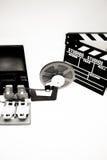 Film der Weinlese 8mm, der den Desktop in Schwarzweiss redigiert Lizenzfreie Stockfotografie