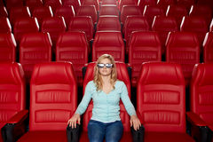 Film di sorveglianza della giovane donna nel teatro 3d Immagine Stock