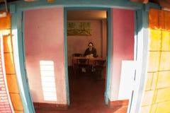 Film effrayant dans la maison colorée Photos stock