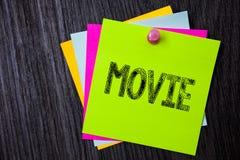 Film för ordhandstiltext Affärsidé för videoen för bio- eller televisionfilmfilm som visas på skärm åtskilligt klibbigt c royaltyfri bild