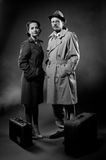 Film noir: elegante Paare bereit zu gehen Lizenzfreies Stockbild