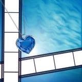 Film op achtergrond met blauw diamanthart Royalty-vrije Stock Afbeelding