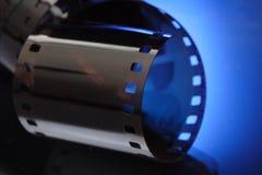 Film op blauwe achtergrond Stock Fotografie