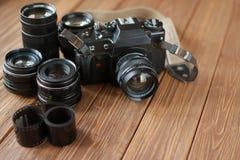 Film retro camera, lenzen en film stock afbeeldingen