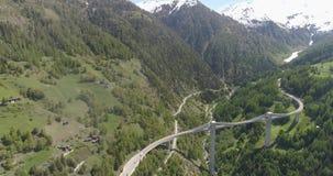 Film- Schuss der Betäubung von Napoléon-Brücke in der Schweiz stock video