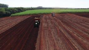 Film statique aérien visuel aérien de canne à sucre - gisement mécanisé de canne à sucre de plantation dans le sao Paulo Brazil - banque de vidéos
