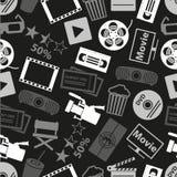Film und Kino vector nahtloses dunkles Muster eps10 der Ikonen Stockbild