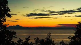 Film-Videofilm 4K Timelapse des Sonnenuntergangs nahe Denali Alaska See-Inselbäumen nähern sich susitna Fluss stock footage
