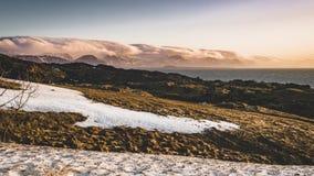 film visuel de film de laps de temps 4K de paysage islandais de montagne de coucher du soleil de lever de soleil à la région d'Ar banque de vidéos