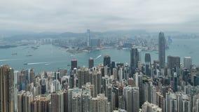 Film- Zeitspannegesamtlänge des Verschiebens 4k von rechts nach links von Victoria Harbour genommen von der Spitze in Hong Kong w stock video