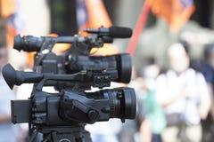 Filma en händelse med en videokamera Arkivfoto