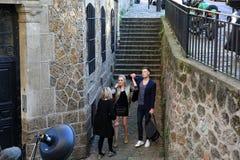 Filmande på Montmartre i Paris, Frankrike fotografering för bildbyråer