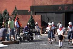 Filmande på röd fyrkant i Moskva Royaltyfria Foton