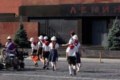 Filmande på röd fyrkant i Moskva Royaltyfria Bilder