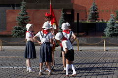 Filmande på röd fyrkant i Moskva Royaltyfri Bild