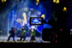 Filmando a mostra do auditório Visor do LCD na câmara de vídeo Desempenho teatral Os atores na fase fotos de stock royalty free