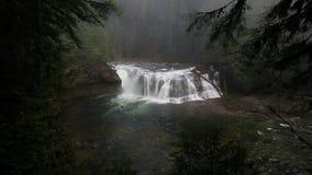 Filme alto da definição de mais baixo Lewis River Falls espetacular no hd do estado de Washington 1080p vídeos de arquivo