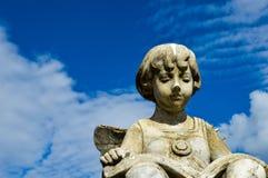 Filme da leitura da estátua da menina Fotografia de Stock Royalty Free