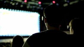 Filme do relógio 3D dos povos vídeos de arquivo