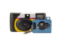 Filme e câmeras descartáveis da porta-chaves de Digitas Foto de Stock Royalty Free