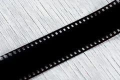 Filme fotográfico no fundo de madeira Vista superior imagens de stock royalty free