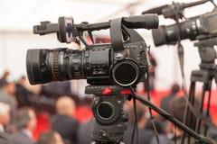 Filmen eines Ereignisses mit einer Videokamera Stockbild