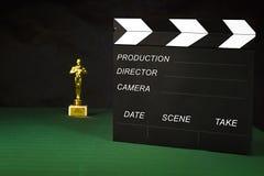 Filmen ger smäll och statyetten Royaltyfri Foto