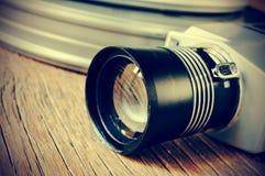 Filmen Sie die Kamera- und Filmspulenkanister, gefiltert Stockbilder
