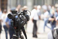 Filmer un événement avec une caméra vidéo Image libre de droits
