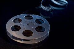 Filmfilmrulle på mörker royaltyfria foton