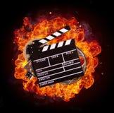Filmi l'attrezzatura in fuoco, isolato su fondo nero immagini stock