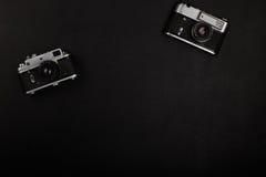 Filmkamera mit zwei Weinlesen auf Bürotisch Lizenzfreie Stockbilder