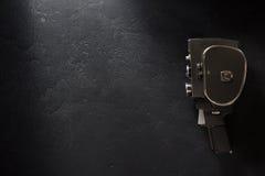 Filmkamera på svart bakgrund arkivbild
