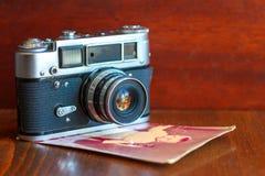 Filmkameran är på tabellen fotografering för bildbyråer