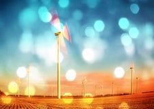 Filmkorn Moderna vindturbiner producera energi i suny vårmorgon Tonad effekt för tappning stil Royaltyfri Bild