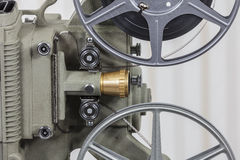 Filmprojektor för tappning 8mm med rullen för hem- film Arkivbild