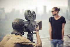 Filmregisseur und Kameramann auf Satz Lizenzfreies Stockfoto