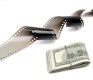 Filmremsa och kassapengar Arkivfoto