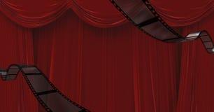 Filmrollen gegen Rot drapierte Vorhänge im Hintergrund Stockbilder