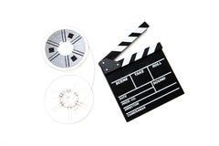 Filmrullar för tappning 8mm och bakgrund för vit för clapperbräde Royaltyfria Foton