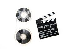 Filmrullar för tappning 8mm och bakgrund för vit för clapperbräde Arkivbilder