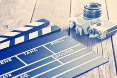 Filmscharnierventil und alte Kamera Stockbild