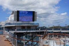 Filmskärm på kryssningskeppet Arkivbilder