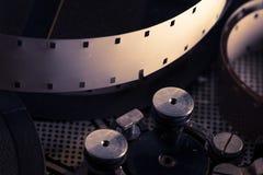 Filmspoel binnen ouderwets retro filmcameramechanisme Royalty-vrije Stock Afbeelding