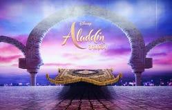 Filmstehplatzinhaber eines magischen Teppichs vor einer D?mmerungsszene in Aladdin, zum des Films zu f?rdern stockfotografie