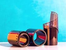Filmstrook op een blauwe grungeachtergrond Royalty-vrije Stock Fotografie