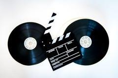 Filmu clapper deska na dwa 35 mm ekranowych rolkach Zdjęcia Stock
