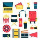 Filmuppsättning, liksom fåtöljen, popcorn, biljetter, rulle royaltyfri illustrationer