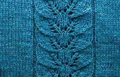 Fils bleus rapportés pour modeler le tricotage de fil d'ouate photographie stock