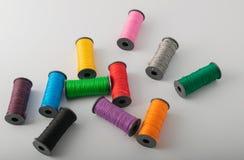 Fils, ciseaux et règle multicolores image stock